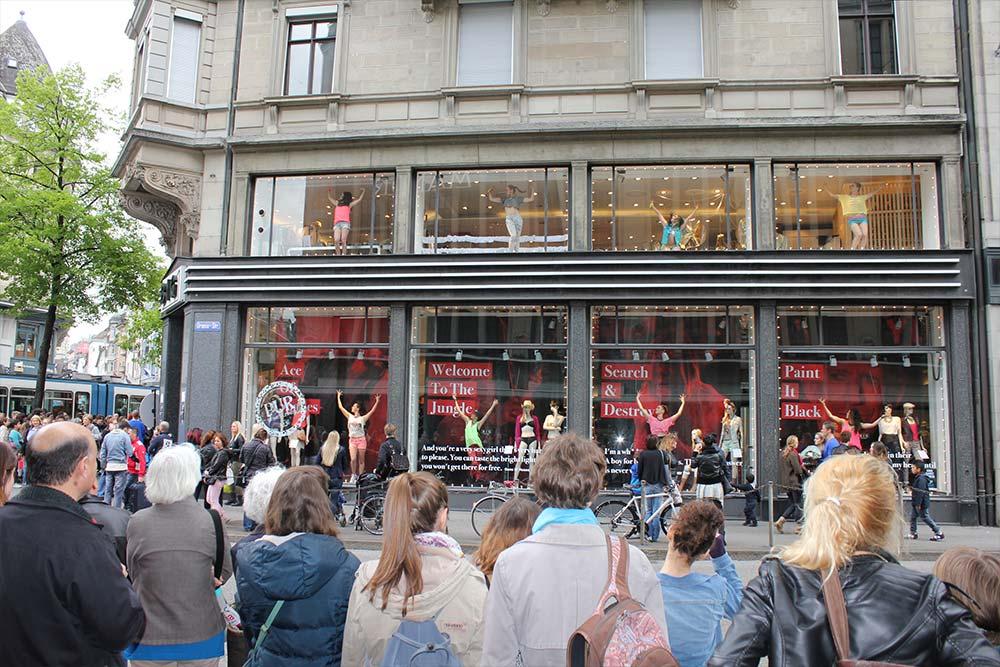 Window Voguing @ BIG Bahnhofstrasse im Rahmen von Zürich tanzt, 2013. Foto: Filmgerberei